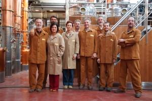 Jacopo e Andrea Poli e lo staff della i distilleria in abito di scena
