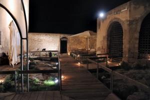 Castello Colonna-Enriquez (foto tratta da www.stradadelvinocerasuolodivittoria.it)